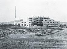 Výstavba novej továrne vIstebníku vroku 1930