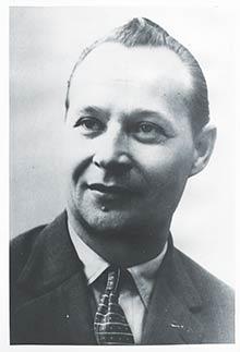 Alexander Dubček (1921-1992) pracoval vúdržbe droždiarne Prvej slovenskej továrne na droždie, lieh apokrmové masti vrokoch 1945-1949