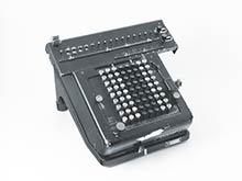 Stolový počítací stroj bol predchodcom kalkulačky