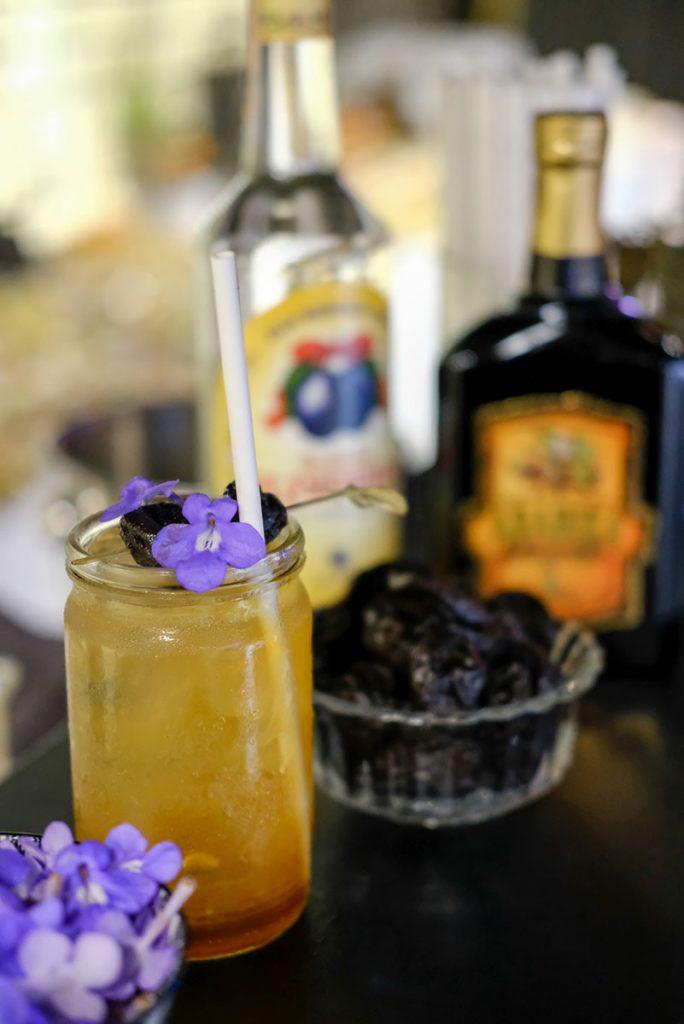 Miešaný drink so slivovicou