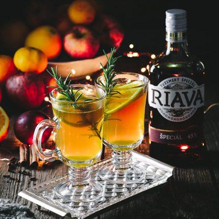 Horúci vianočný nápoj s Riavou