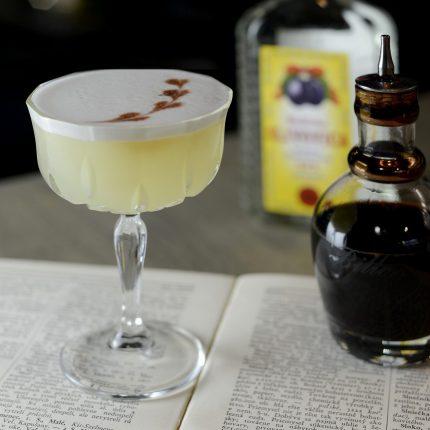 Slivovicový Sour miešaný nápoj so slivovicou
