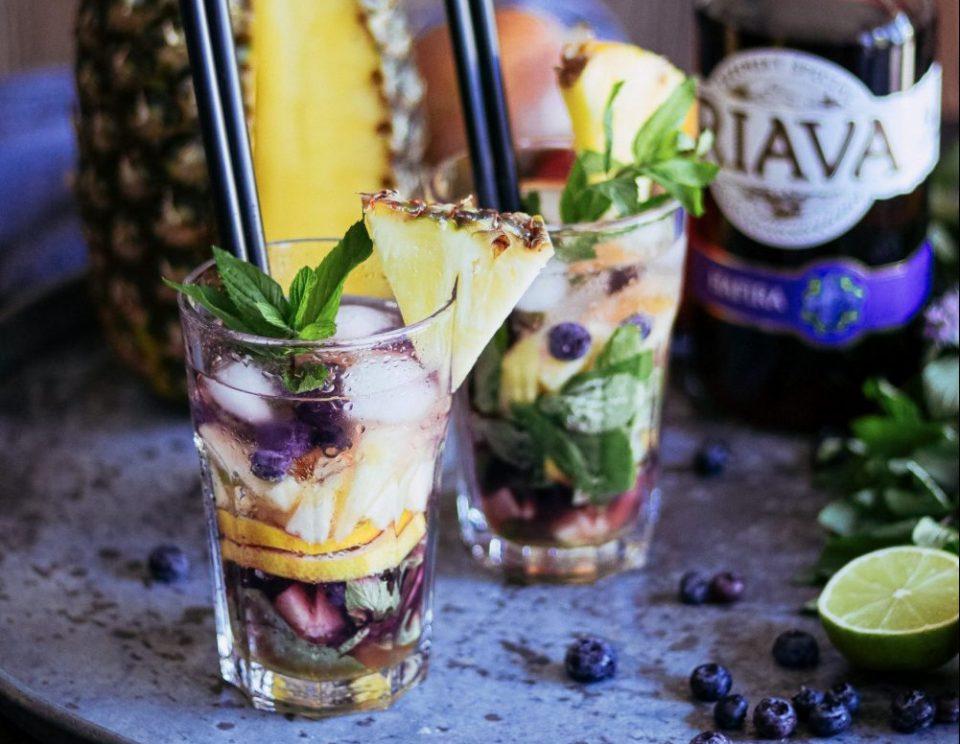 čučoriedkovo-ananásové-mojito