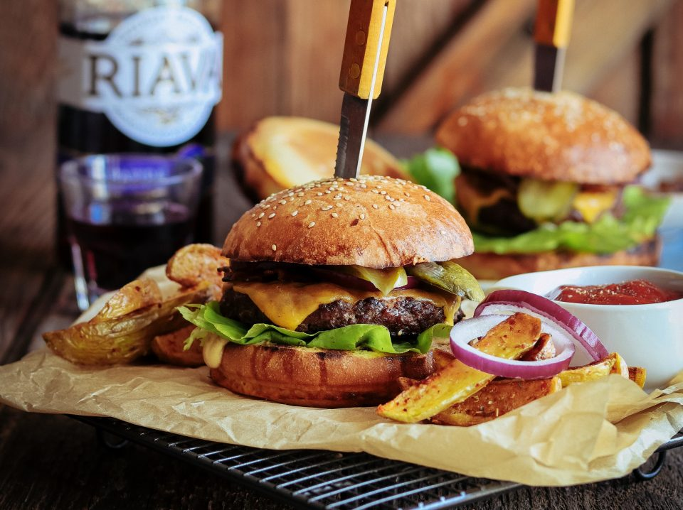 Burger s cibuľovou marmeládou